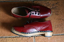 Red_Lancashire_clogs_(side_view)